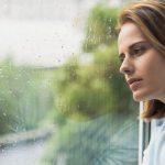 雨と女性の写真